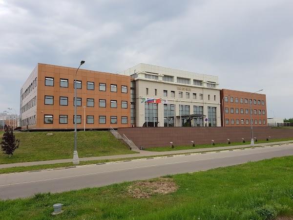 В Дубне стартовала международная школа по физике ионных коллайдеров