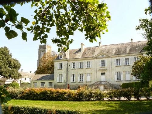 """Gite """"le Chateau"""" au Domaine de Prieres"""
