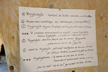 Maisons Troglodytes des Forges, Forges, France