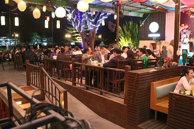 Baan Rim Nam restaurant