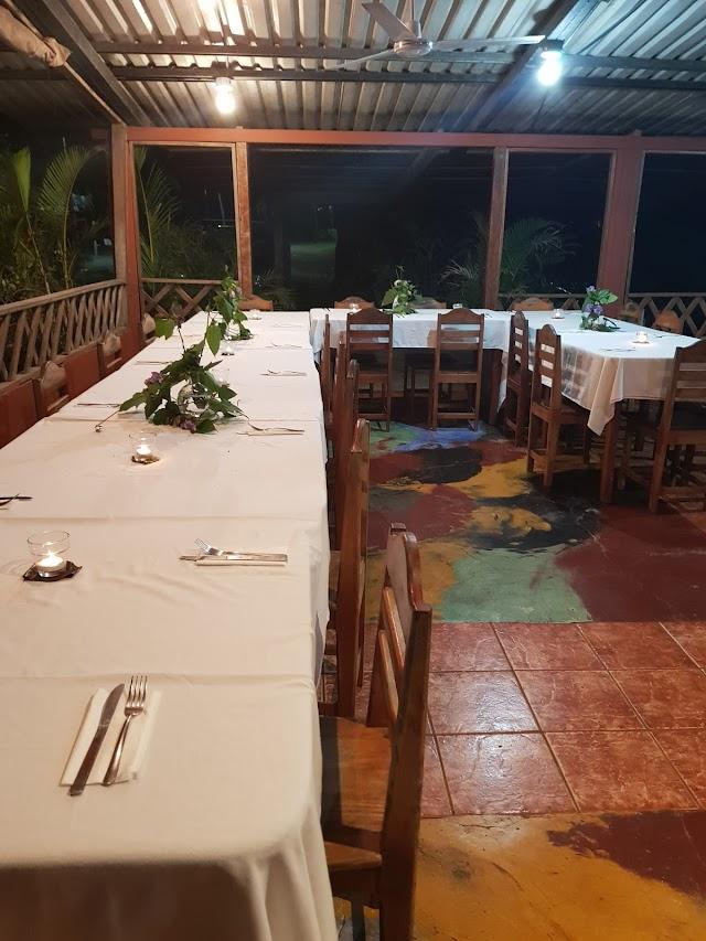 La Puesta del Sol Bar & Restaurant