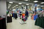 Дисконт-центр Adidas-Reebok, улица Максима Богдановича на фото Минска
