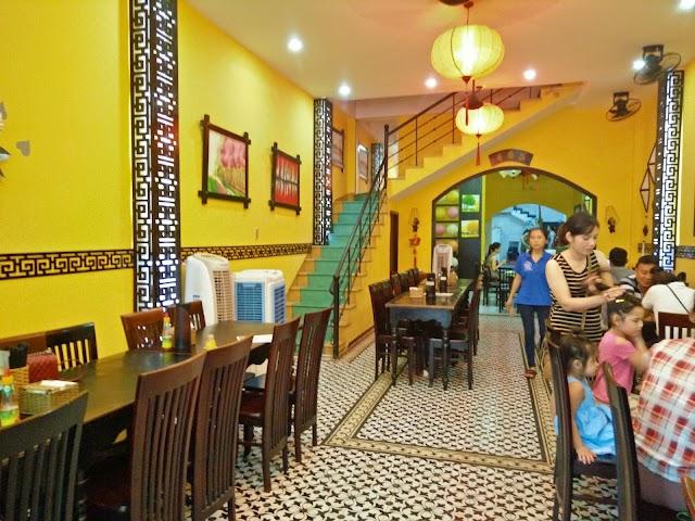Underthecoconuttree Restaurant