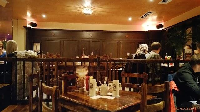 Dillinger Chicago Bar'n Grill Gröbenzellerstraße