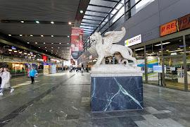 Железнодорожная станция  Wien Hauptbahnhof