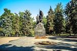 Памятник борцам революции 1917 года на фото Саратова