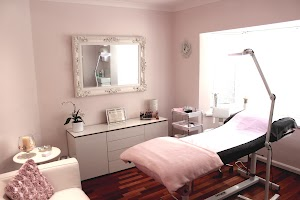 Natural Definitions Specialist in Permanent Makeup
