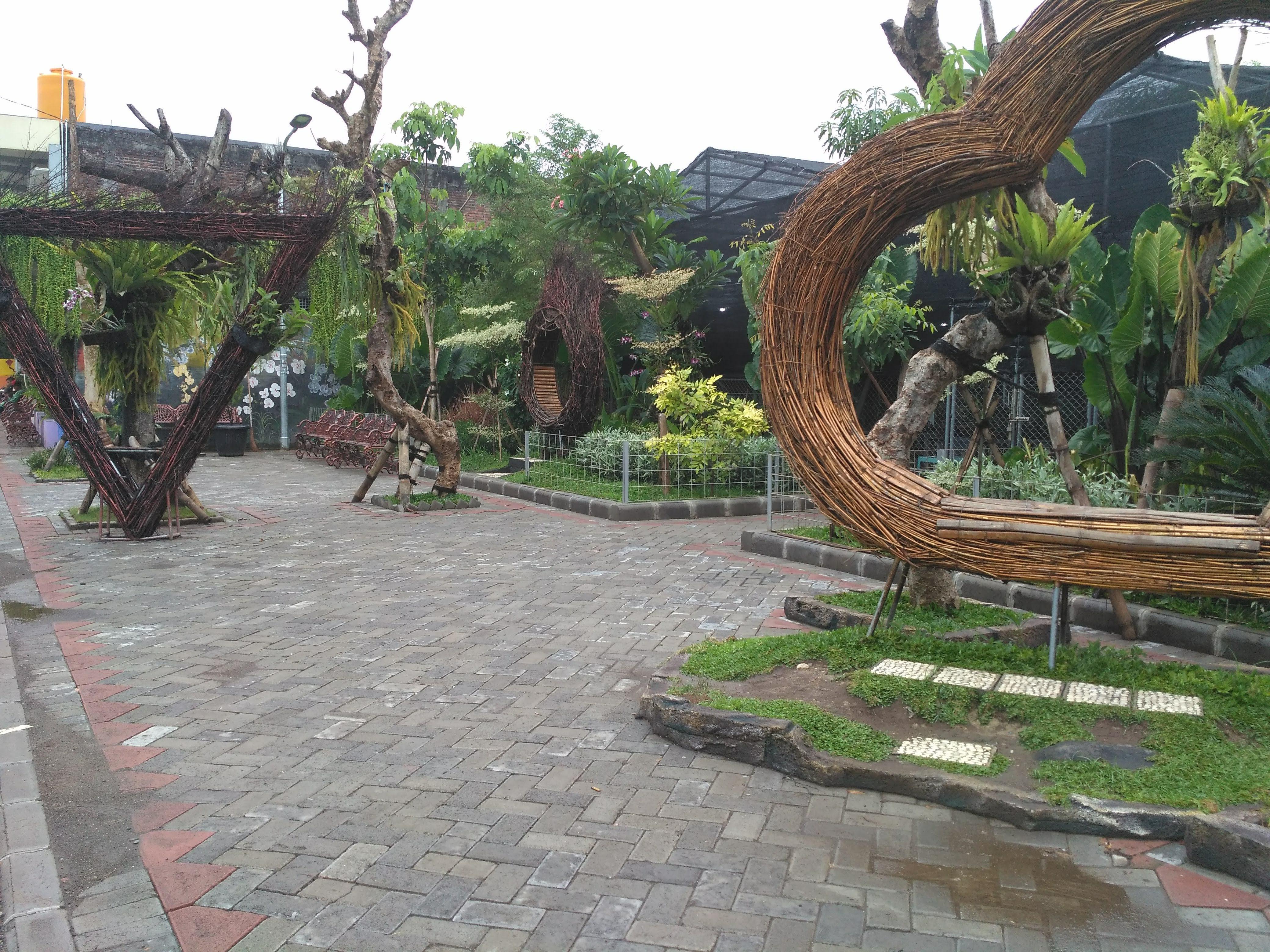 Taman Anggrek Surabaya
