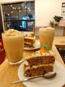 Red Head Coffe Shop 9