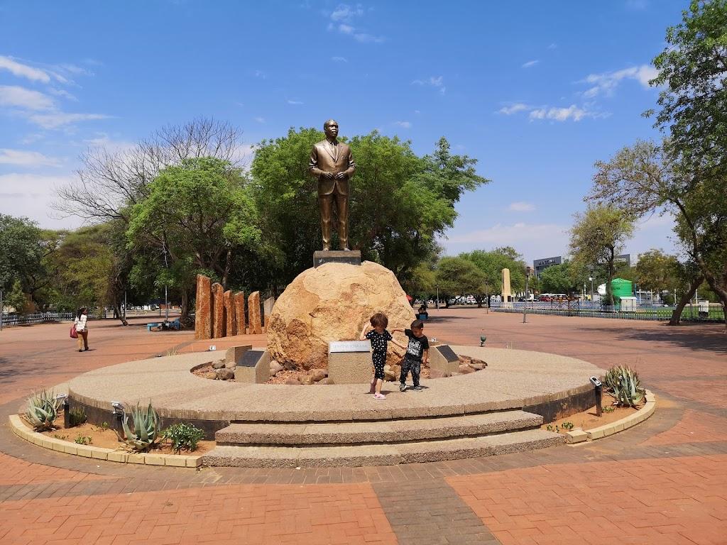Фото Габороне: Sir Seretse Khama Statue