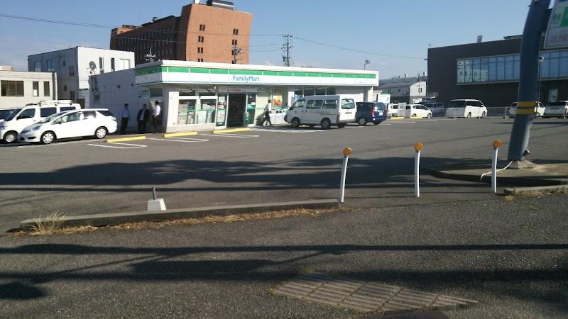 ファミリーマート金沢新神田店