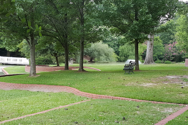 Hopeland Gardens Christmas Lights.Visit Hopelands Gardens On Your Trip To Aiken Or United States