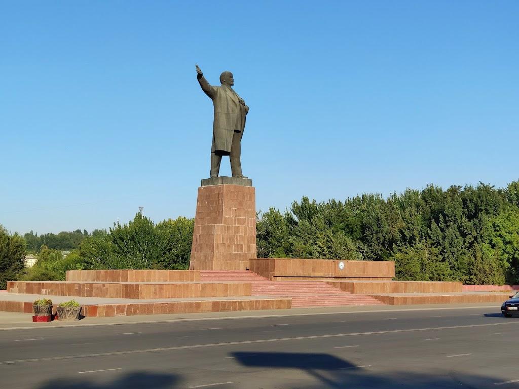 Фото город республиканского подчинения Ош: Монумент Ленина