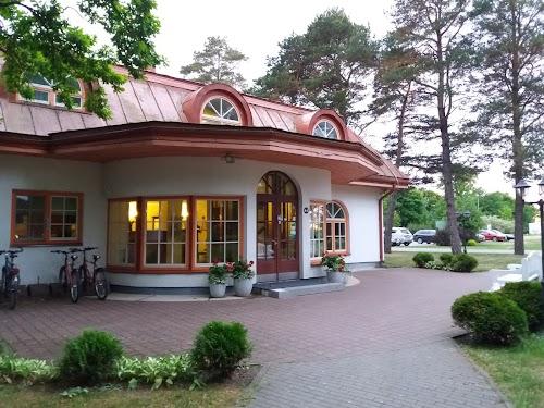 Saka Manor