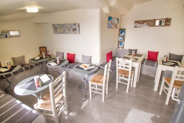 Vitrin Cafe Creperie