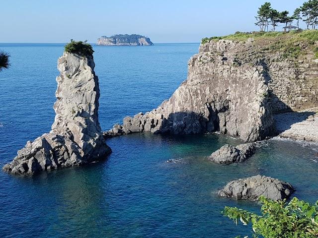 외돌개 Oedolgae 獨立岩