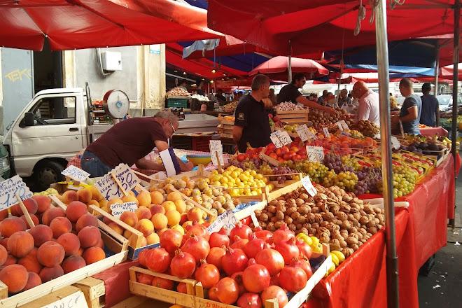 Visit Fera 'o Luni - Mercato di piazza Carlo Alberto on your