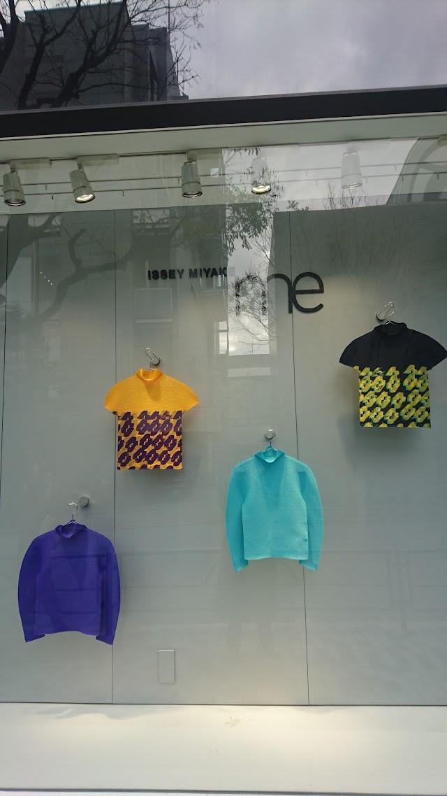 me ISSEY MIYAKE Aoyama Store
