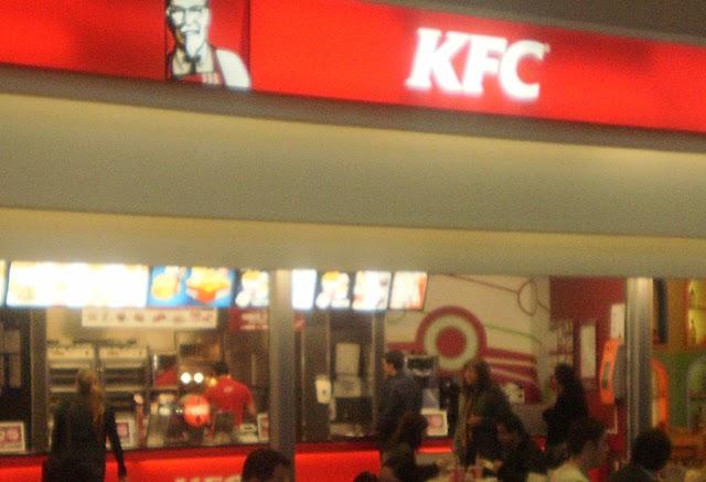KFC C. C. Dolce Vita Porto, Loja 406