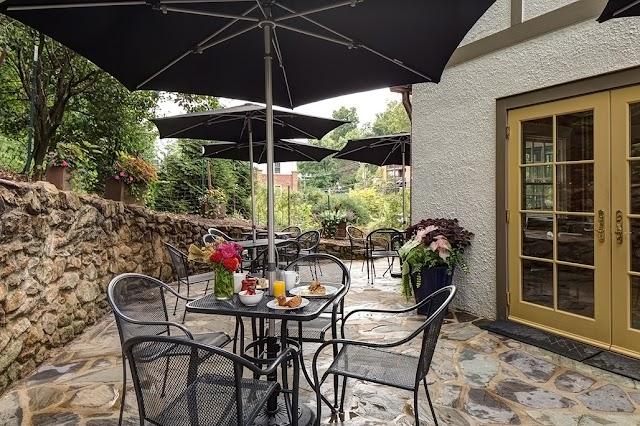 Oakhurst Inn Cafe