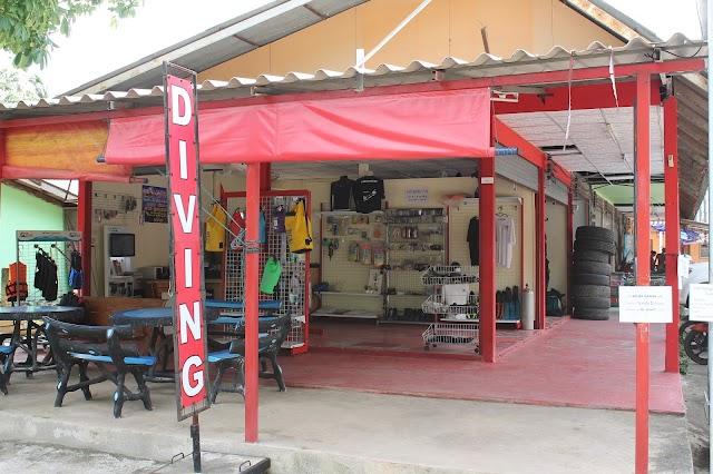 Scubadawgs Koh Chang Dive Center