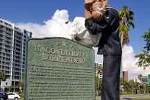 Unconditional Surrender Sculpture, Sarasota, United States