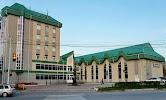 Центральная городская библиотека им. А. С. Пушкина, улица Республики на фото Сургута
