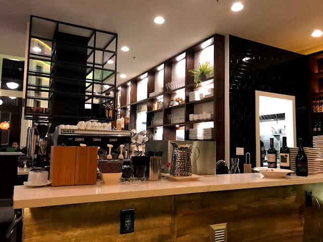 Maxwella Cafe & Bar