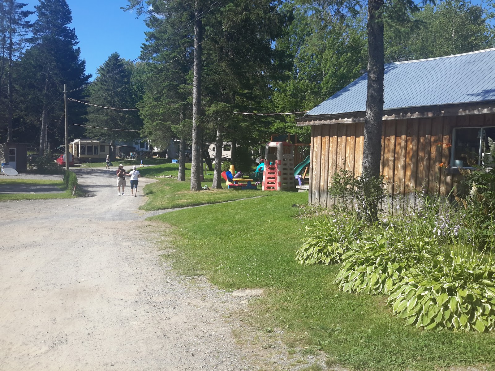 Camping du pin rouge around guides for Auberge du pin rouge