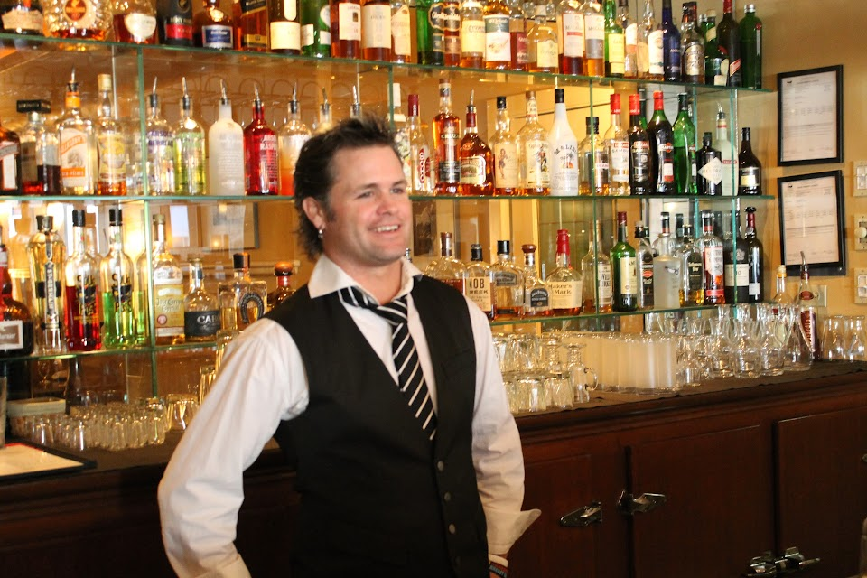 Louie's Steakhouse & Lounge