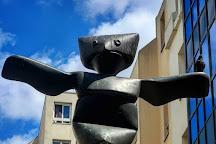 Statue Le Grand Assistant, Paris, France