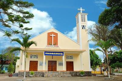 Kết quả hình ảnh cho nhà thờ võ lâm kon tum
