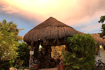 Galeria Lamanai, Akumal, Mexico