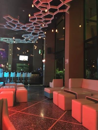 Doce Terraza Lounge Francisco Morazan 504 9463 6872