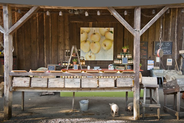 The Apple Farm Stand