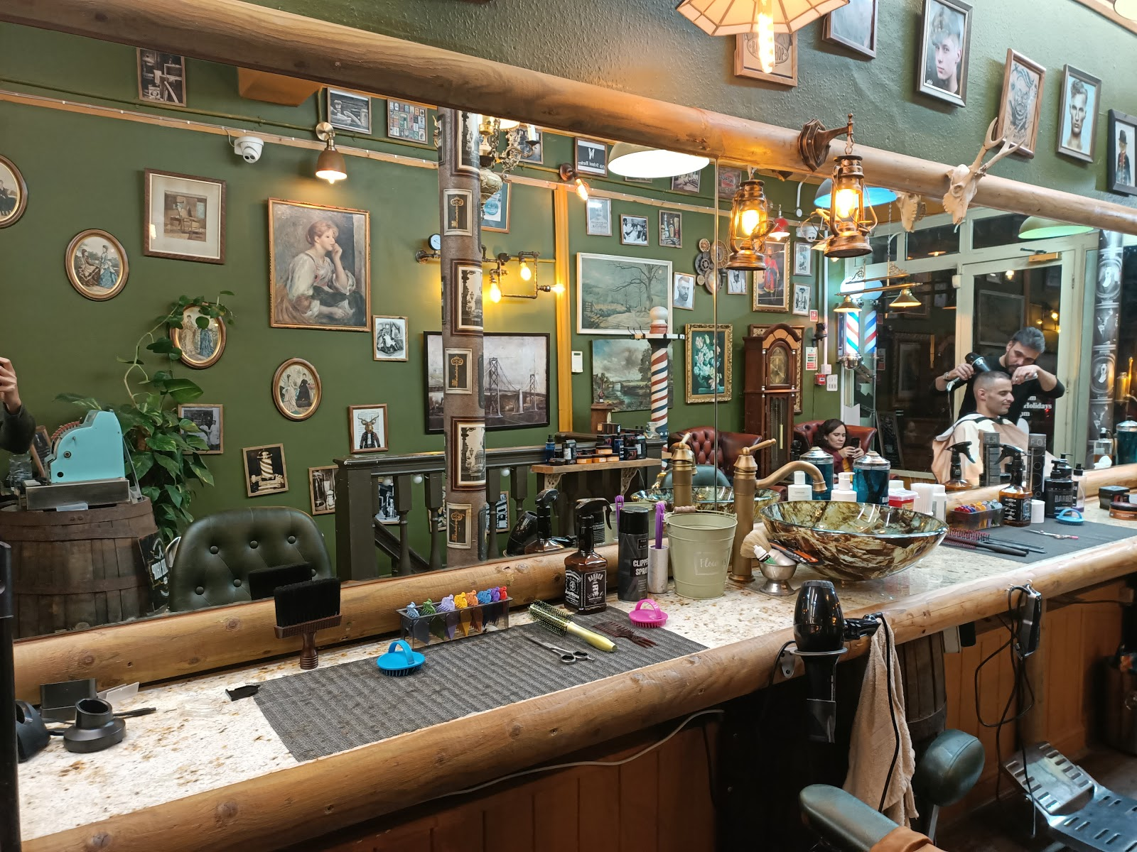 Quirky Barber & Salon