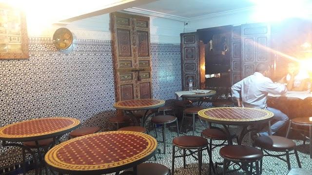 Chez Lamine, Mustapha