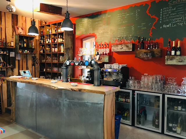 Cafe le Deja Vu