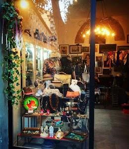 Mela Vintage - Negozio di Accessori Vintage, Bijoux, Second Hand Milano