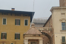 La Berlina ( Tribuna o Capitello), Verona, Italy