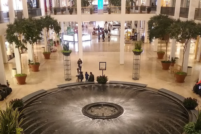 Incredible Visit Plymouth Meeting Mall On Your Trip To Plymouth Meeting Download Free Architecture Designs Rallybritishbridgeorg