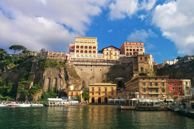 Visit Azienda Autonoma di Soggiorno di Sorrento on your trip ...
