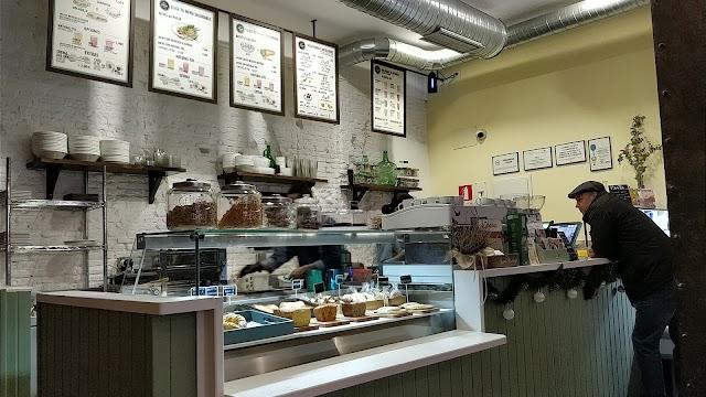 Pinale Coffee Shop & Salad Bar
