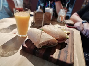 Manu Resto Cafe 6