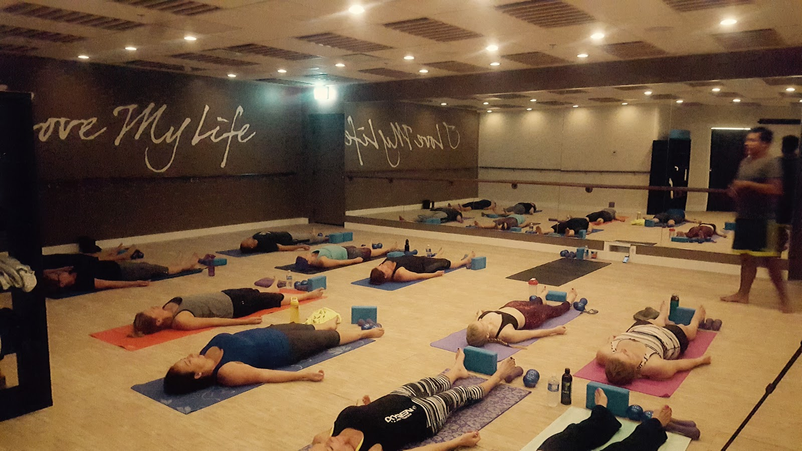 Wandplank 30 Diep.Candlelight Hot Yoga Deep Stretch Relaxation Level 1 2 3 In