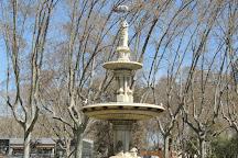 La Dama del Paraguas, Barcelona, Spain