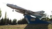 Памятник-Самолет Су-7Б, Театральная улица, дом 31, корпус 2 на фото Таганрога