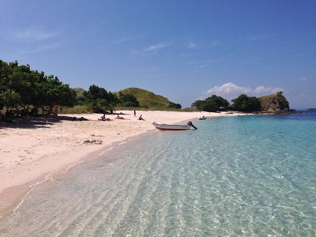 Pantai Merah - Pink Beach Pulau Komodo
