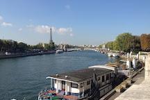 Fontaine des Mers, Paris, France