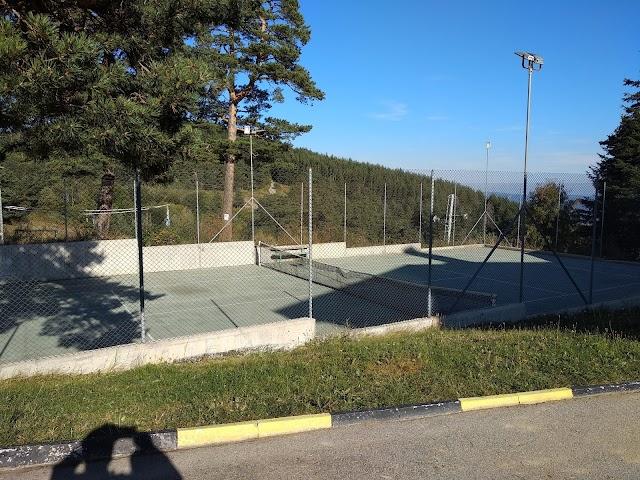 """Tennis Court hotel """"Luch"""""""